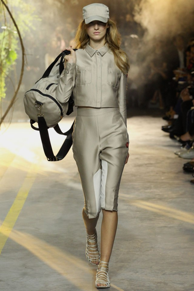 moncler-gamme-rouge-rtw-ss2014-runway-01_103226588862