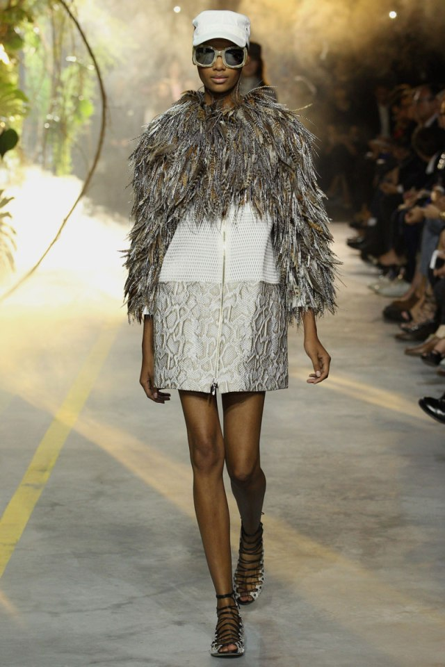 moncler-gamme-rouge-rtw-ss2014-runway-04_103229263338