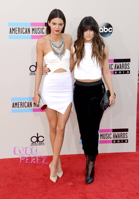 ama-american-music-awards-2013-kendall-jenner-kylie-jenner-red-carpet__oPt