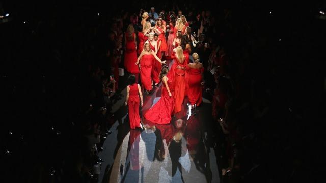 fashion-week-runway_0r_1024x748