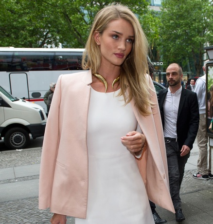 img-rosie-huntington-whiteley_103918428975.jpg_midmajor-max-smaller