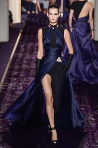 atelier-versace-fall-2014-couture-17_144950301661