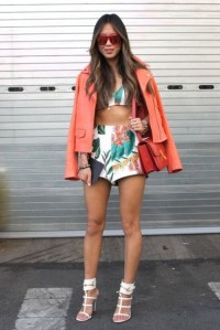 xdtz1a-l-610x610-shorts-songofstyle-floral+shorts-floral-orange-red-white+shorts-street+style-blogge-blogger-aimee+song
