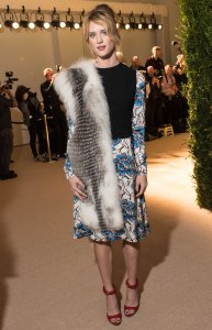 mackenzie-davis-best-dressed-2015-cfda-vogue-fashion-fund-awards