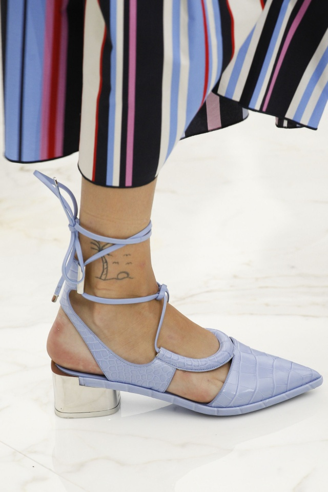 02-spring-2016-shoe-trends-pointed-toe-heels-salvatore-ferragamo-main.jpg